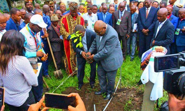 En République Démocratique du Congo, les Représentants Religieux S'engagent à Protéger les Forêts Tropicales en Reconnaissant les Territoires de Vie